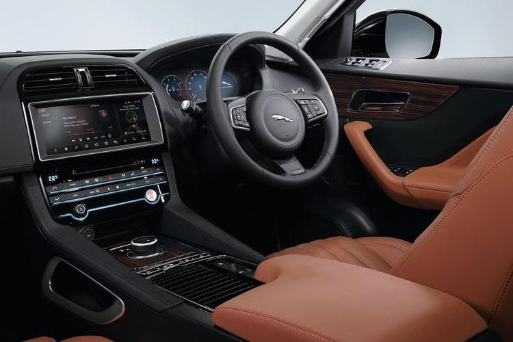 Jaguar F-PACE SUV AWD 2.0 i 250PS R-Dynamic HSE 5Dr Auto [Start Stop] inside view