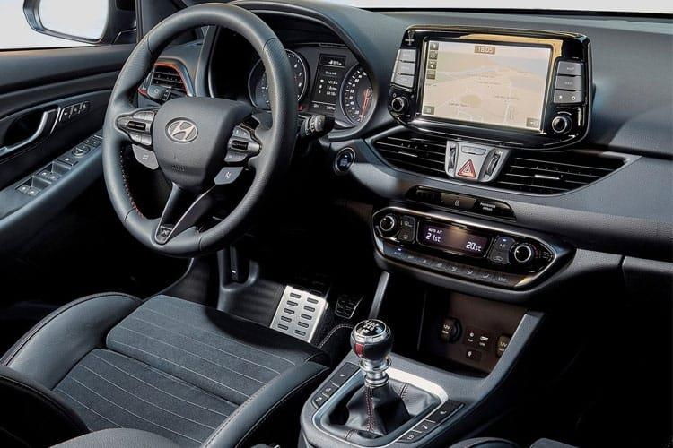 Hyundai i30 Fastback 5Dr 1.4 T-GDi 140PS SE Nav 5Dr Manual [Start Stop] inside view